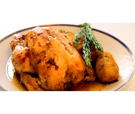 Jugoso pollo asado al horno de leña